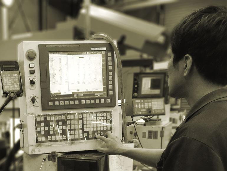 高い金属加工技術を持つワイヤーカット湘南スタッフ