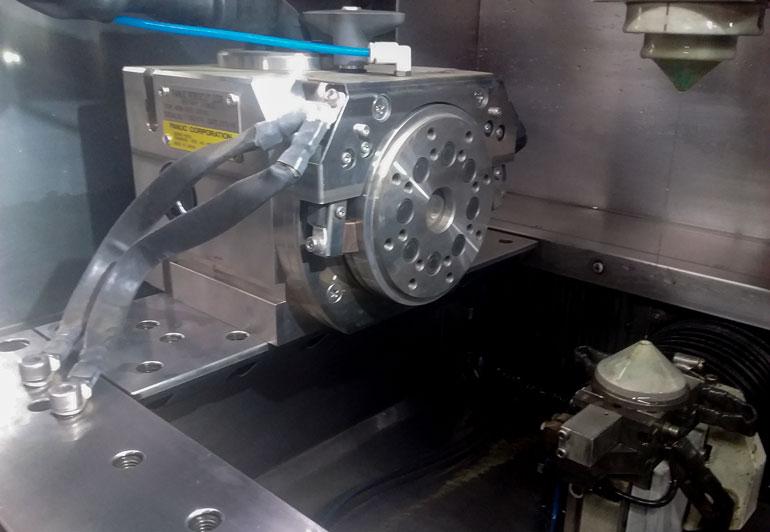 複雑な形状の金属加工に対応する治具