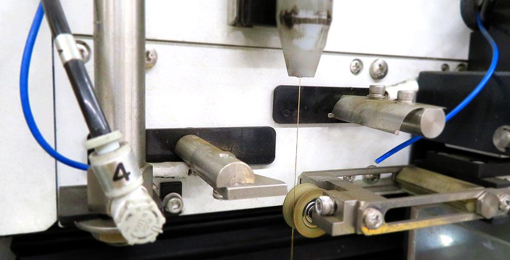 高精度金属部品加工を支えるワイヤーカット放電加工機